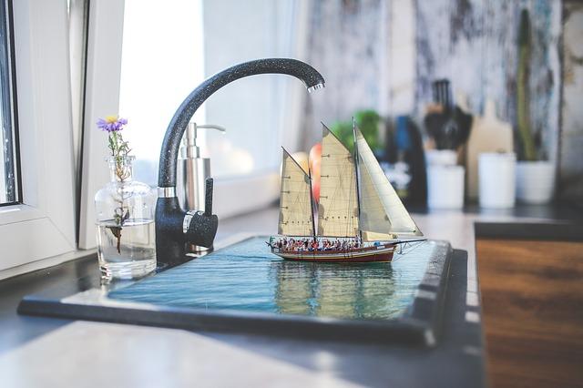 kytička, loď ve dřezu