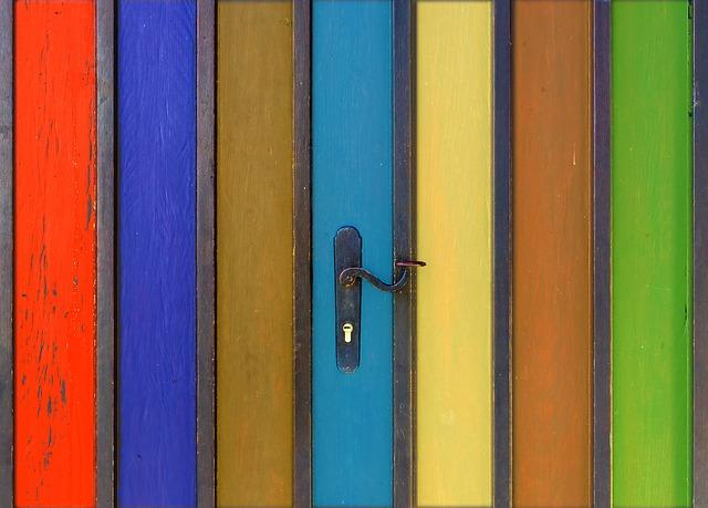 pruhované dveře