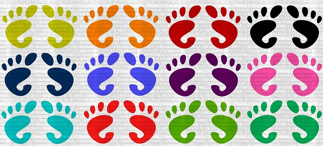 barevné otisky nohou