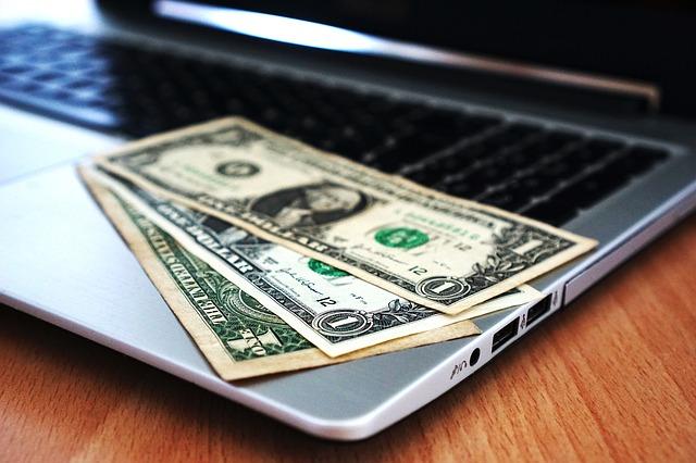 peníze na reklamu