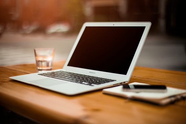 vypnutý laptop