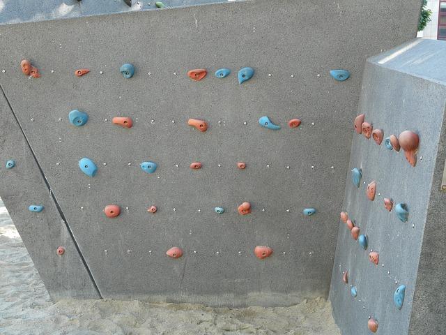 horolezecká stěna s úchopy