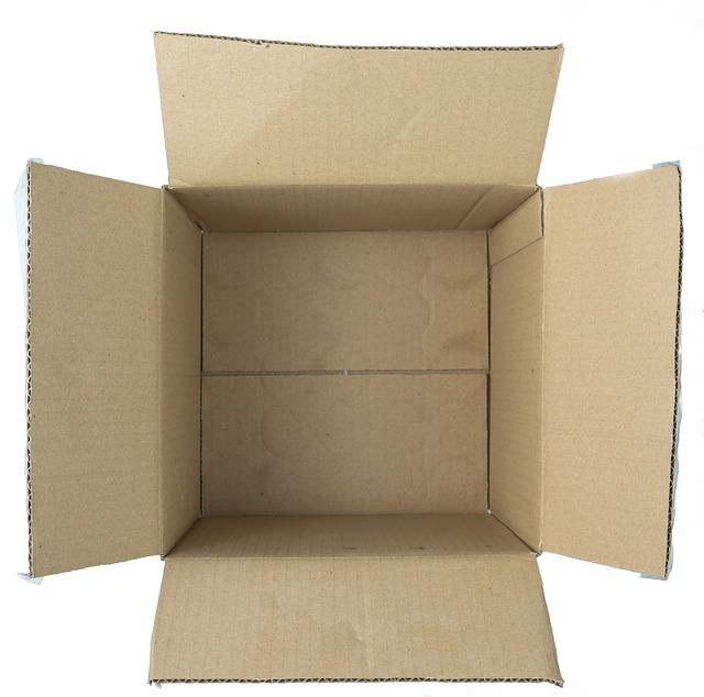 vnitřek kartonové krabice