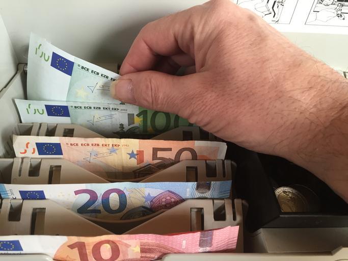 Peníze v přihrádkách