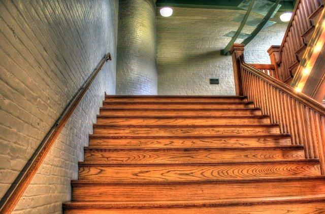 schody ve dřevě